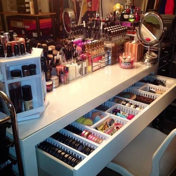make-up-bureau-stash-577x577
